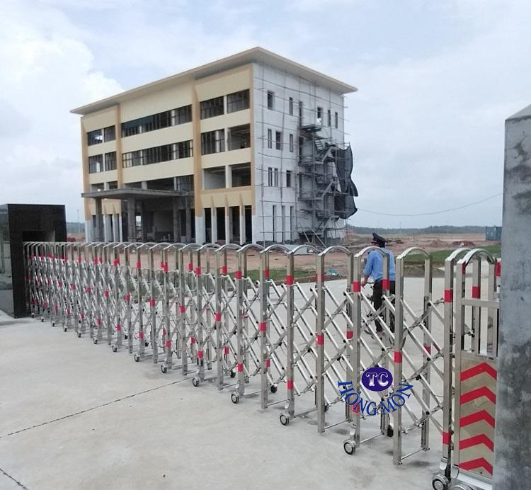 Cổng xếp inox mẫu 01 lắp đặt tại KCN Bãi Ba - Phú Thọ