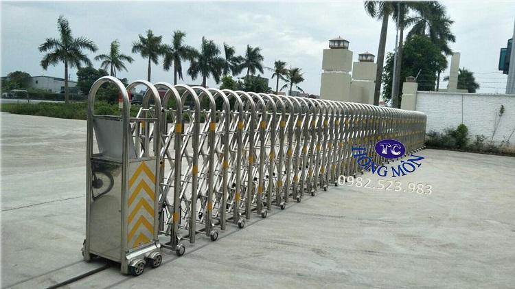 Cổng xếp inox kéo tay - Cổng rào xếp inox